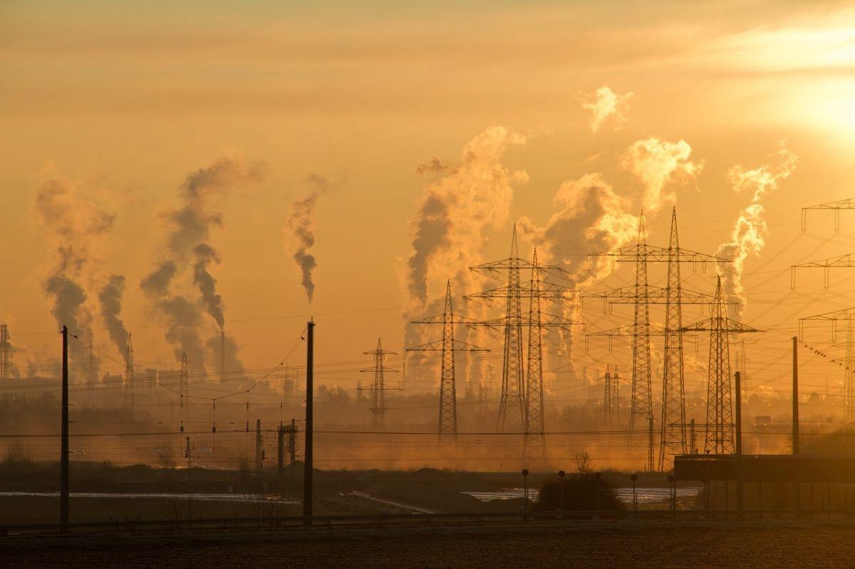 La contaminación del aire en las comunidades latinx es mortal; Biden puede ofrecer aire más limpio con vehículos eléctricos