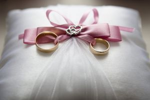 Causa indignación boda entre niña de 13 años y hombre de 48 en Filipinas