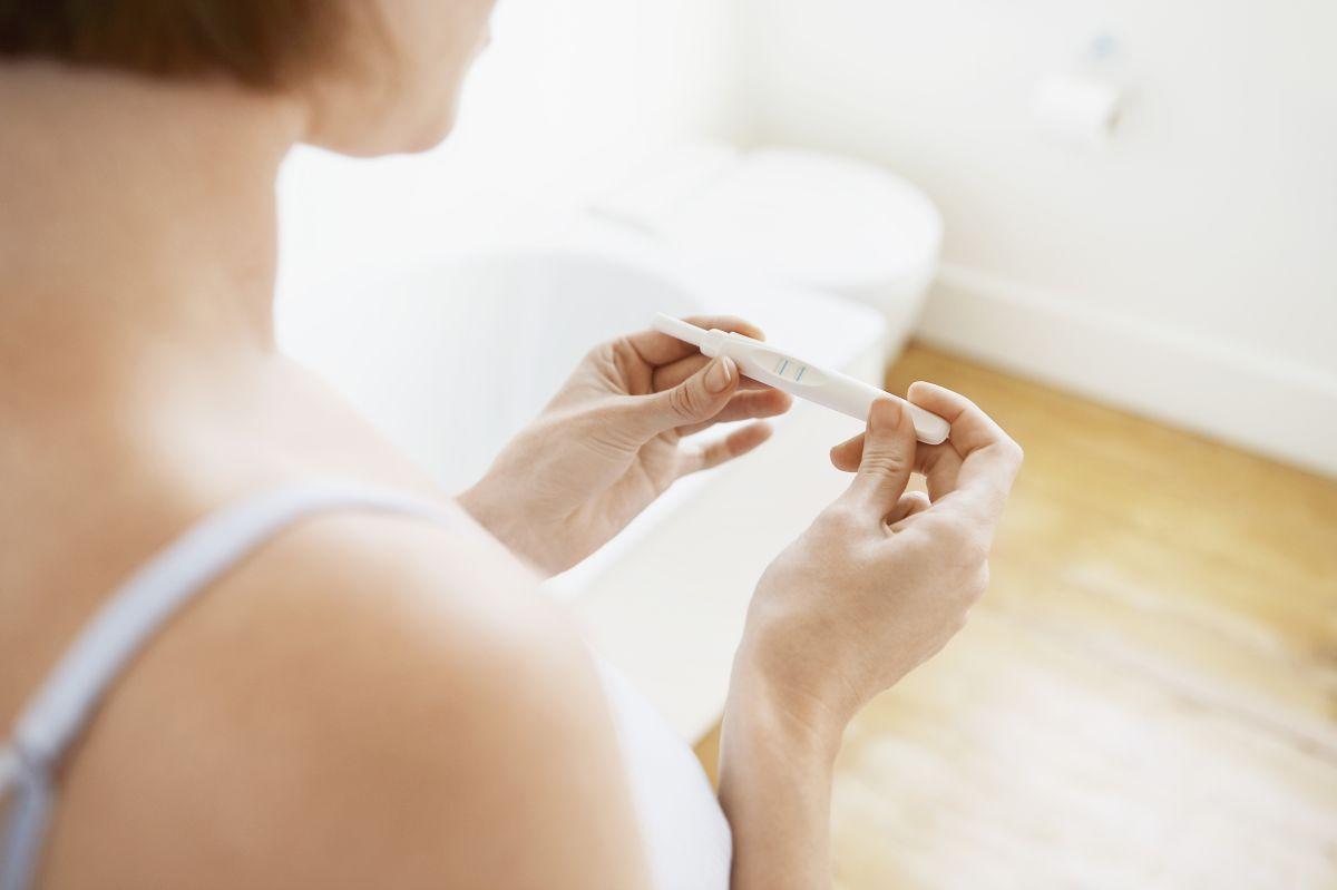 Cuándo debo hacer un test de embarazo para que sea efectivo y qué hacer si resulta positivo