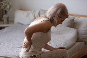 Qué causa el lumbago y cómo puedo aliviar el dolor con remedios caseros