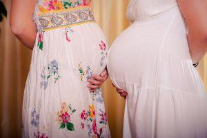 Embarazada a los 62: Mujer de Illinois tendrá una bebé con los óvulos donados por su hija (foto)