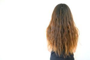 Cómo mejorar el cabello cuando se hincha por la humedad