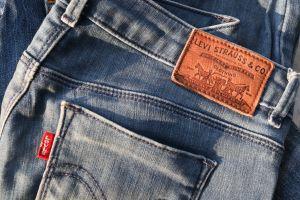 La razón por la que Levi's aconseja NUNCA lavar los jeans