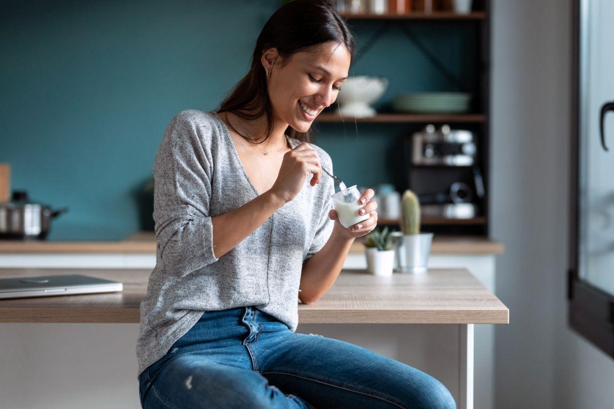 ¿A qué hora del día se recomienda consumir yogurt si estás a dieta?