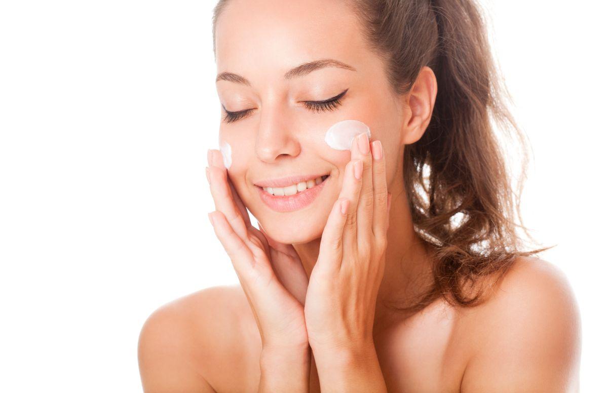 Aplica esta rutina diaria casera para mejorar la piel seca y sensible