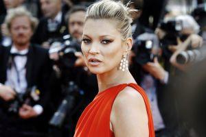 Aseguran que Kate Moss se está entrenando para ir a Glastonbury a tatuar gente
