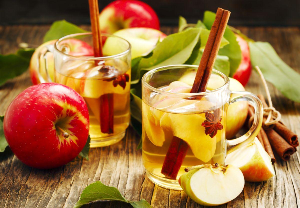 Qué beneficios tiene tomar un té de manzana y canela a diario