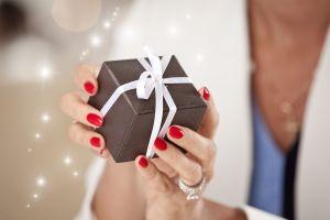 Suegra le da insólito regalo al novio el día de su boda y se vuelve viral
