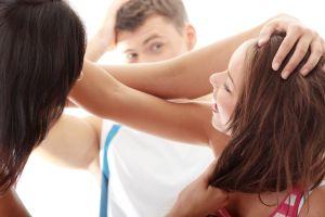 Mujeres protagonizan pelea callejera por hombre infiel y terminan en ropa interior
