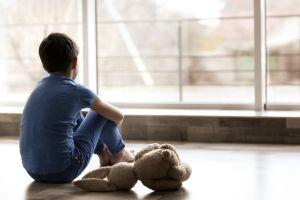 Abandona y deja sin comida a su hijo de 10 años durante 5 días