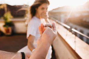 Termina golpeando a su novio cuando este le pidió matrimonio