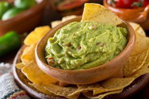 5 maneras de hacer guacamole por chefs famosos