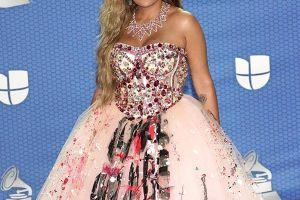 Mira por qué Jomari Goyso salió a defender el vestido de Karol G en los Latin Grammy