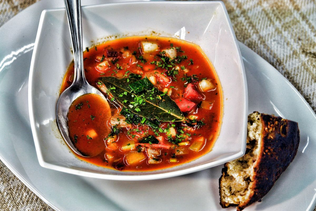 How to lose weight naturally with this delicious vegetable soup, low in calories, filling and very nutritious