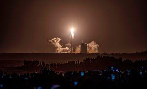Misión espacial de China llega a la Luna para traer partes de su superficie a la Tierra