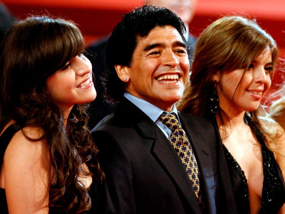 Se filtran mensajes del grupo de WhatsApp entre los hijos de Maradona y los doctores de su padre