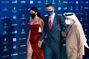 Georgina Rodríguez y Cristiano Ronaldo presumen cuerpazos tostándose al sol