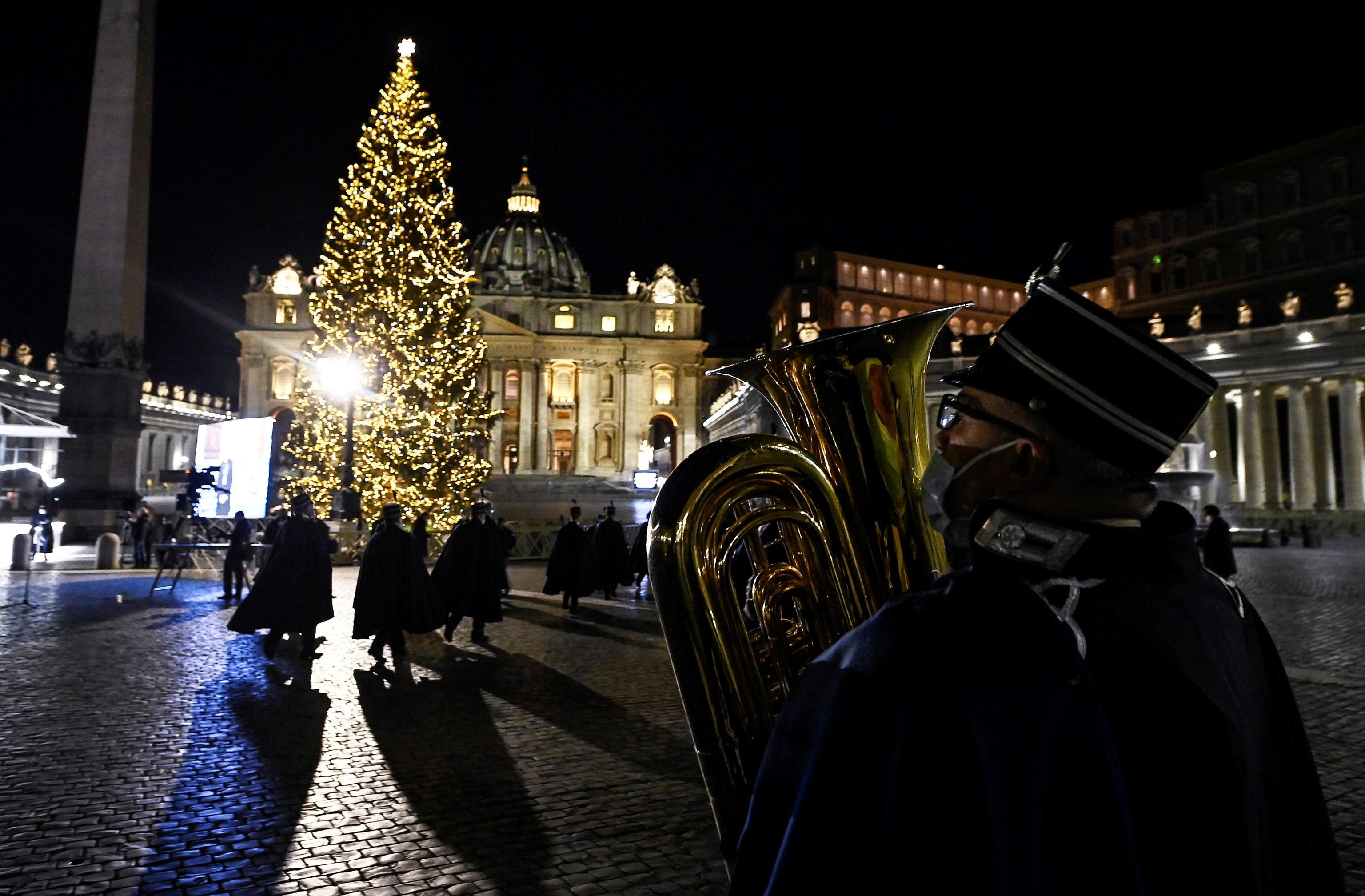 Encendido del arbol de Navidad en el Vaticano