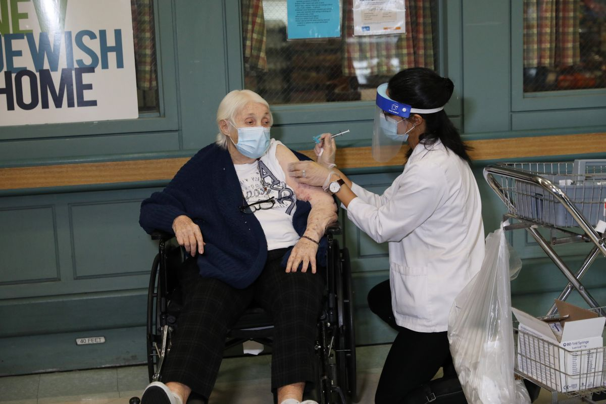 New York initiates evacuation against COVID-19 and more than 600 senior citizens