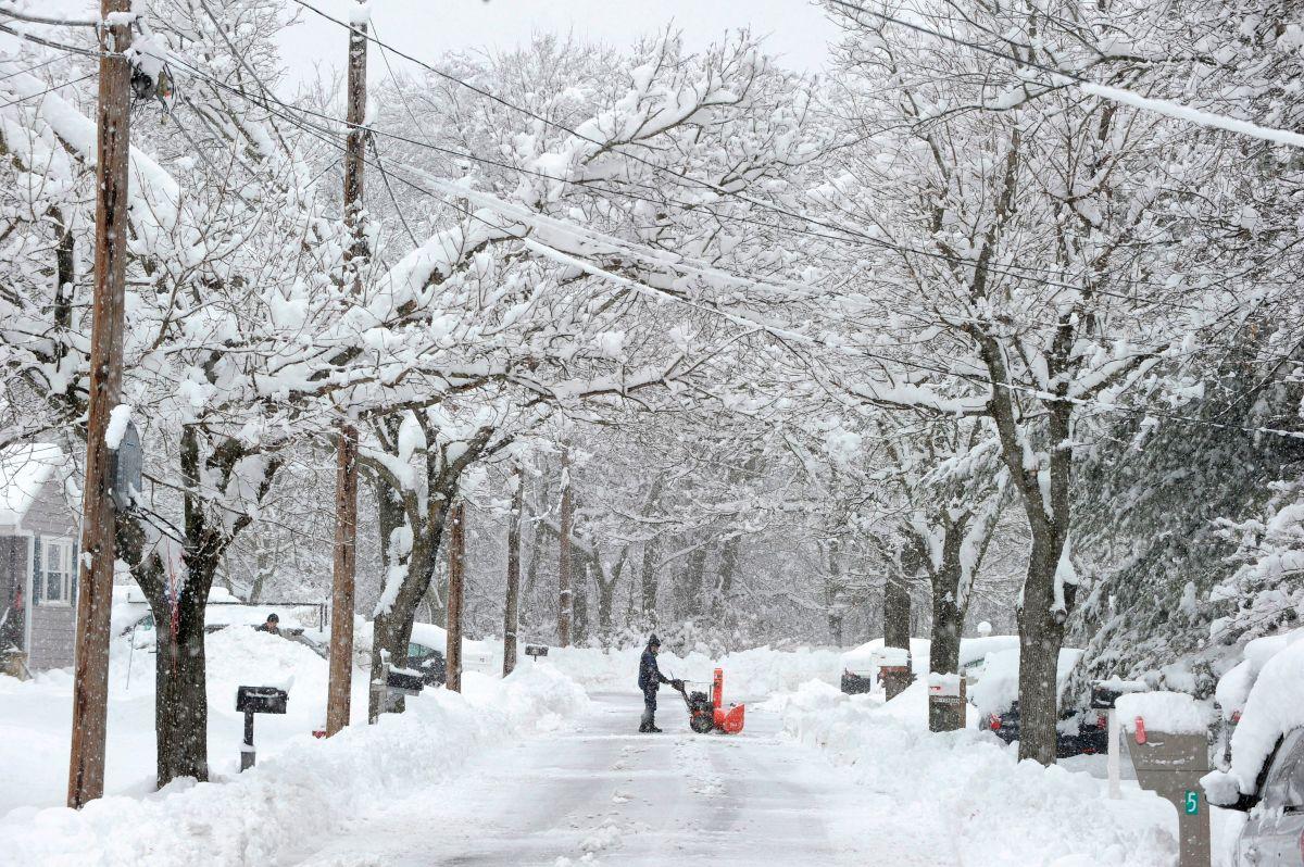En zonas de Nueva Inglaterra se acumula la nieve.