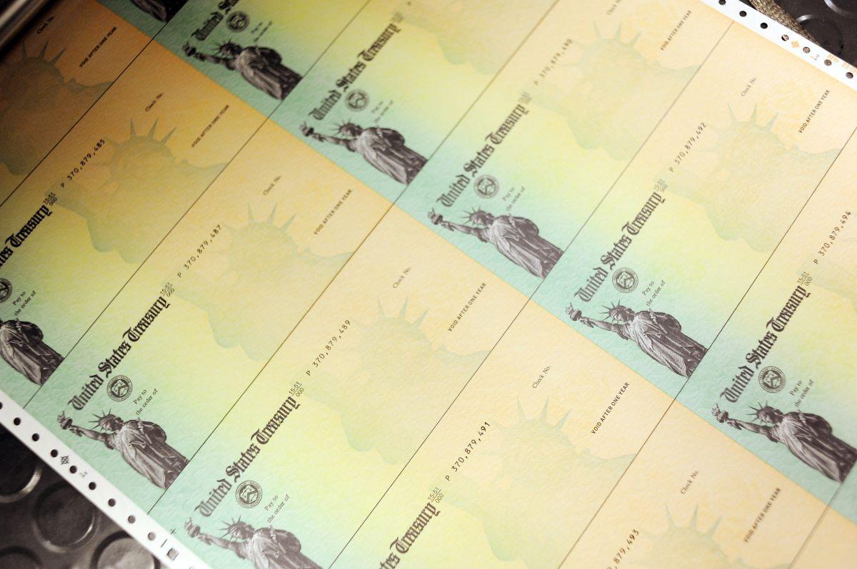 El proceso de distribución del tercer cheque de estímulo inició el 12 de marzo.