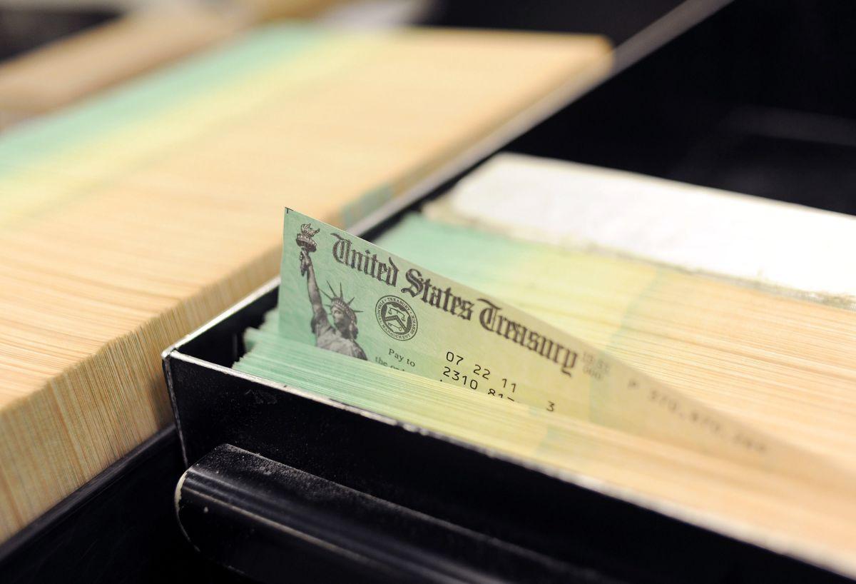 IRS: Quiénes son los estadounidenses que están recibiendo tercer cheque de estímulo esta semana en octavo lote