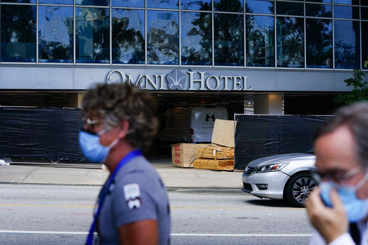 Es un escándalo: Los hoteles Omni recibieron $77 millones de dólares en préstamos por coronavirus pero no hicieron ningún pago a los trabajadores