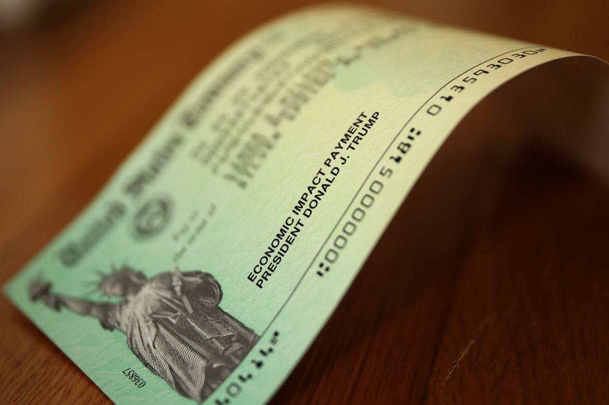 Te decimos los casos en los que debes regresar tu segundo cheque de estímulo al IRS