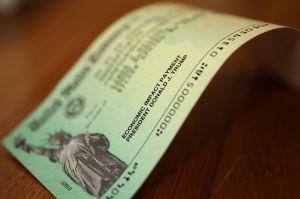 IRS: Hoy es la fecha oficial de pago del tercer cheque de estímulo de $1,400 a veteranos y otros grupos