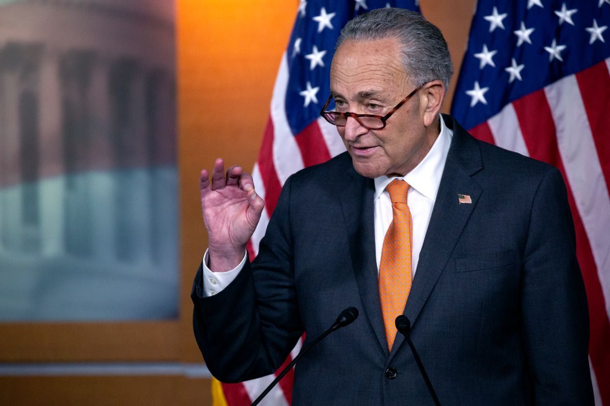 Charles Schumer se autoproclama líder del Senado y confirma cheque de estímulo de $2,000