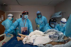 Peor día de muertes y hospitalizaciones por coronavirus en Estados Unidos