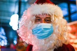 Más de 50 niños se contagiaron de coronavirus por foto con Santa Claus
