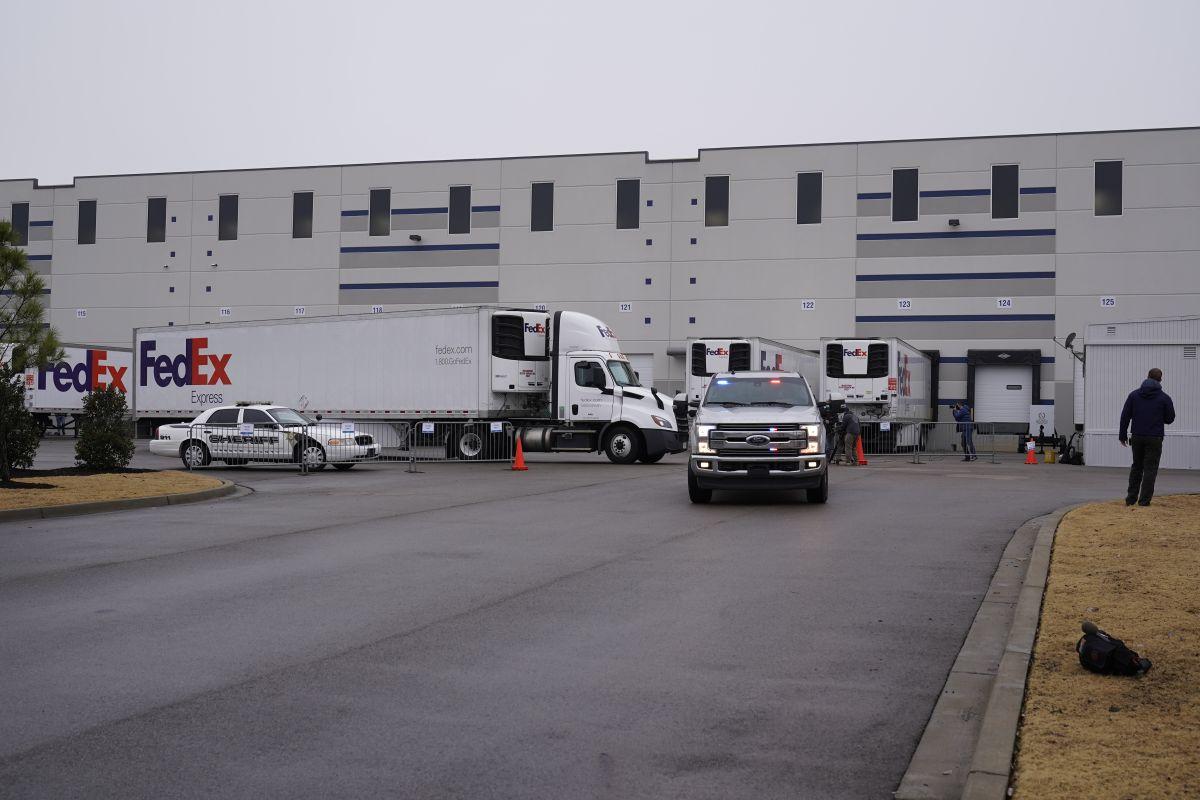 Despachan los primeros camiones con la vacuna de Moderna contra el coronavirus