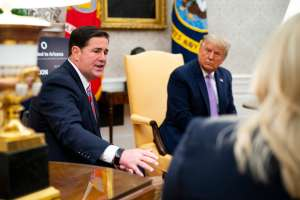 Trump enfurece con gobernador de Arizona por certificar triunfo de Biden