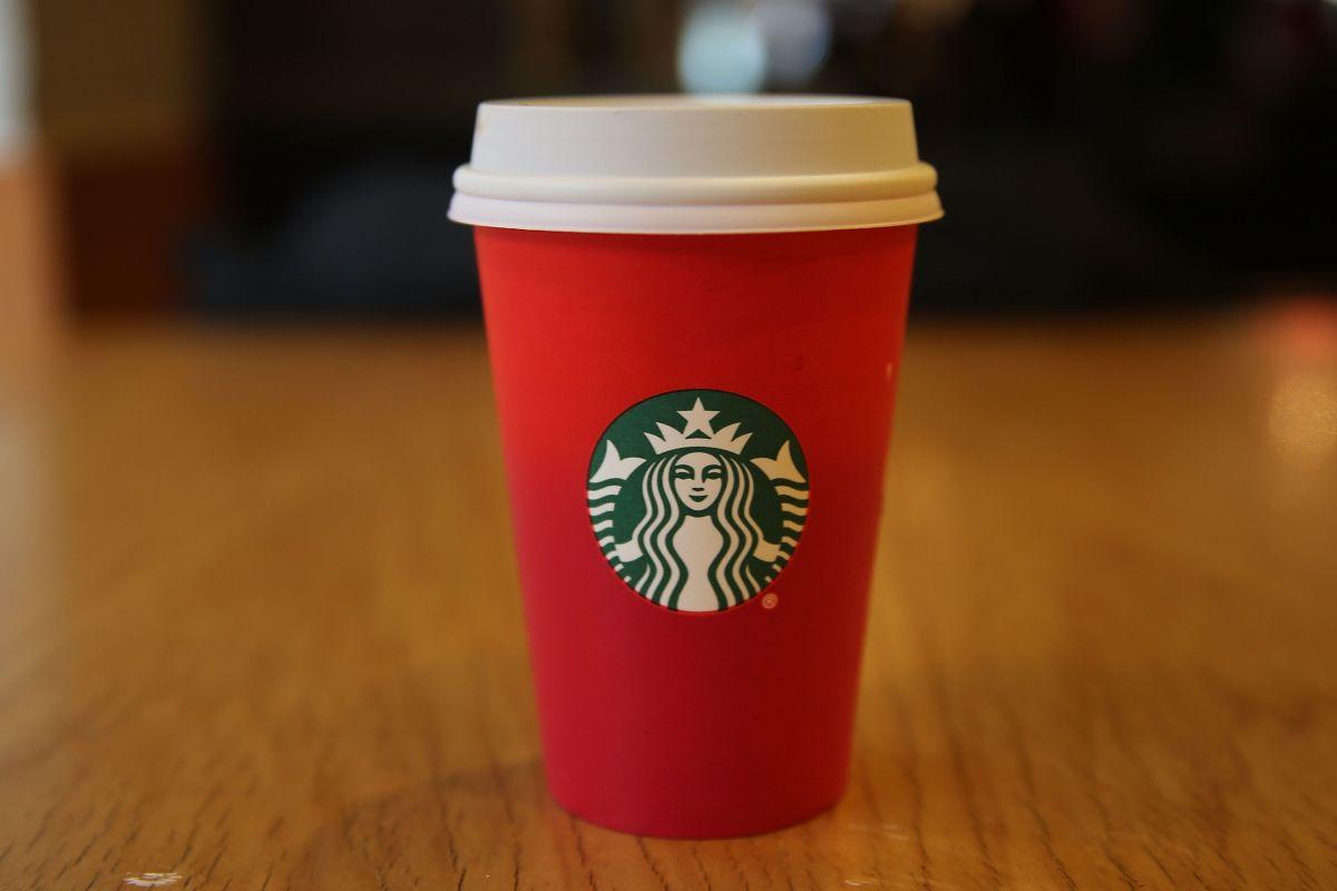 Starbucks dará café gratis a los integrantes del ejército y trabajadores de salud durante diciembre