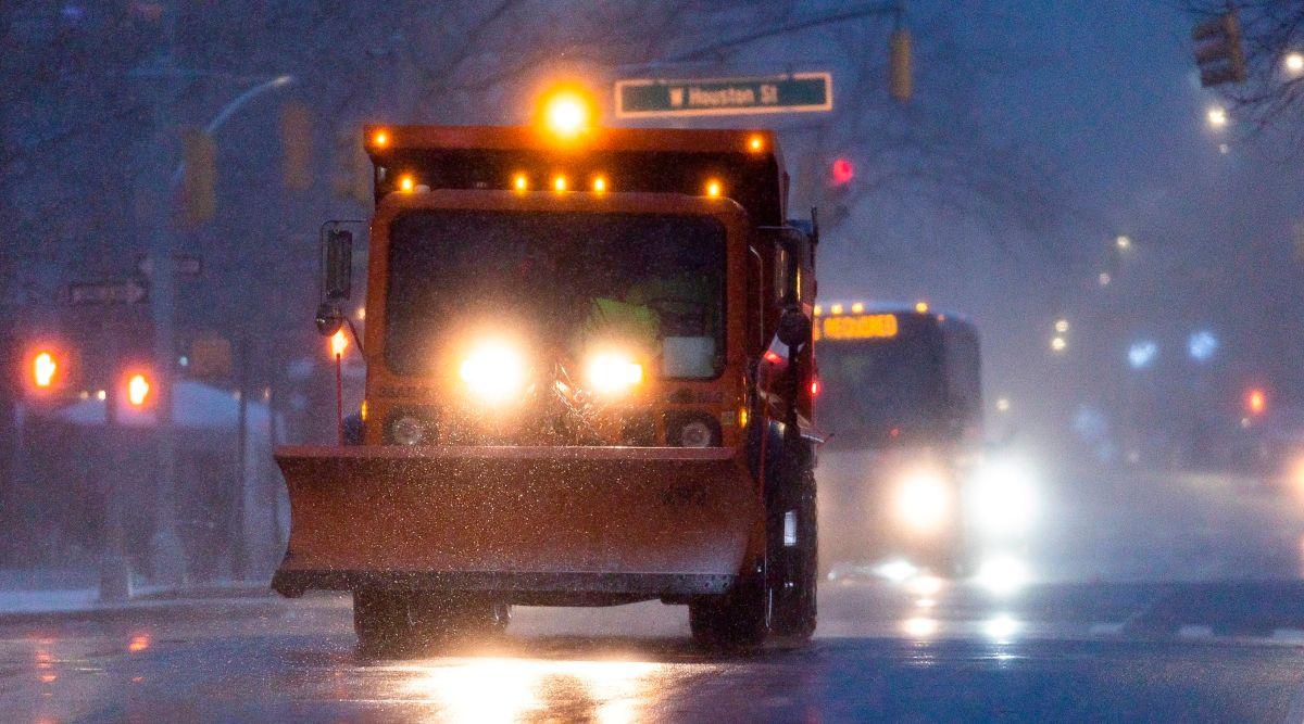 Gobernador alertó que la lluvia, aunada con la nevada de la semana pasada, empeoraría las condiciones en las calles.