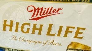 Cerveza Miller High Life vende copas que se conectan con WiFi para brindar a distancia