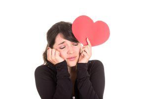 Con el corazón roto le sigo amando