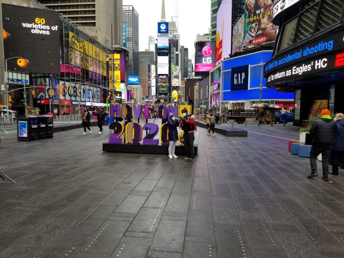 """Un casi """"dormido"""" Times Square se prepara para recibir el 2021 con la """"cicatriz"""" de la pandemia"""