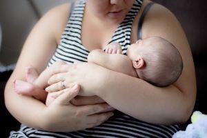 ¿Qué puede llevar a una mujer a vender a su bebé por $80?