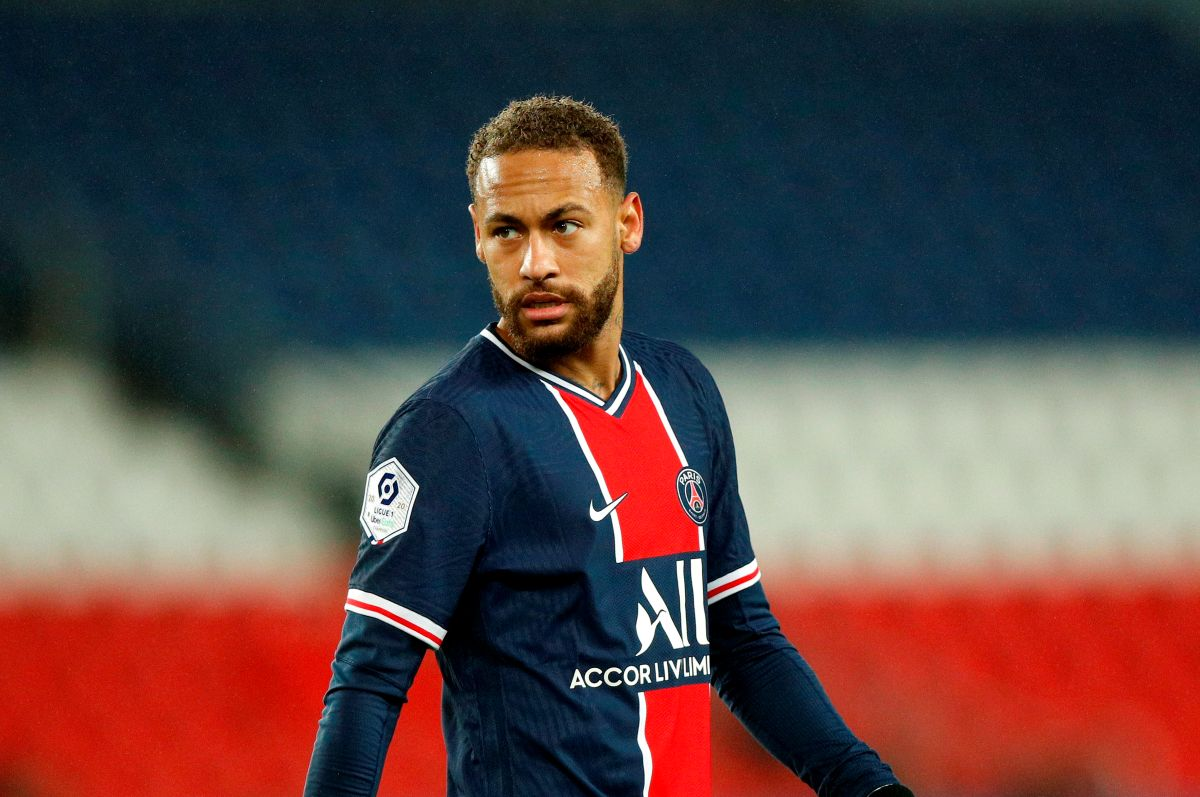 Neymar alentó al pequeño para que continúe practicando el fútbol y le deseo éxito.