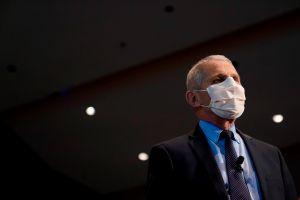 Anthony Fauci considera probable que la cepa inglesa de coronavirus ya esté en EE.UU.