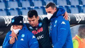 """Alerta en Nápoles: """"Chucky"""" Lozano salió lesionado y con ayuda en la derrota ante la Lazio"""