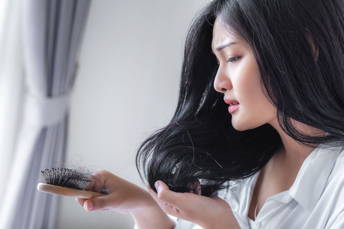 6 trucos para evitar que se te caiga el cabello durante el invierno