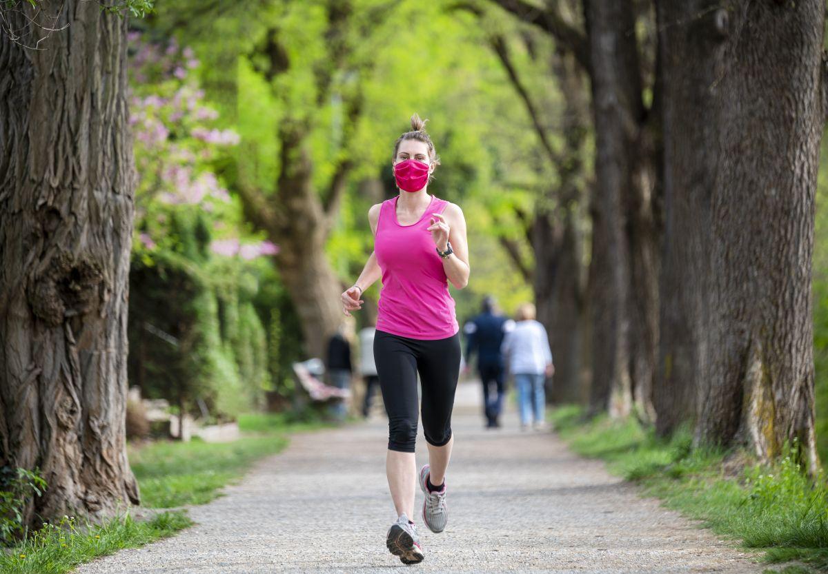 Prueba varios tipos de mascarilla durante tu rutina de ejercicios para que des con la apropiada para ti.