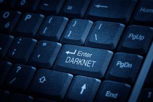 Detienen a mujer que buscó en Internet a un asesino que acabara con sus padres