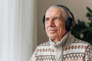 Anciano fue arrestado por escuchar música a todo volumen; murió en la cárcel