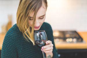 ¿Una copa de vino puede ayudar a combatir al Covid-19?