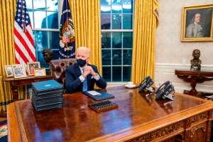 Los simbolismos de la nueva Oficina Oval de Joe Biden (y qué cambió con respecto a la de Trump)