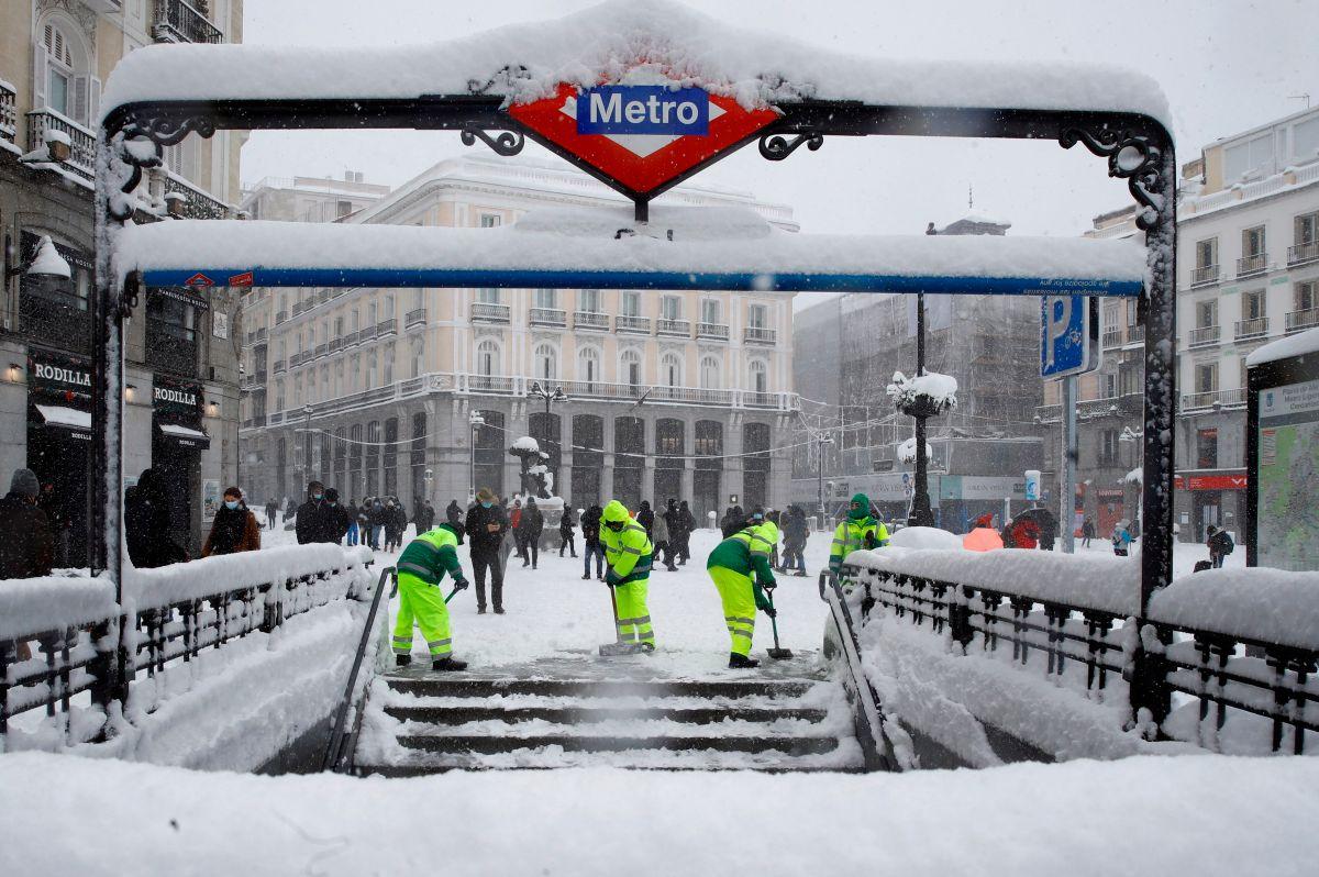 """Racista llama """"sudaca de mierda"""" y """"maldita escoria"""" a latina que viajaba junto a él en vagón del Metro de Madrid"""